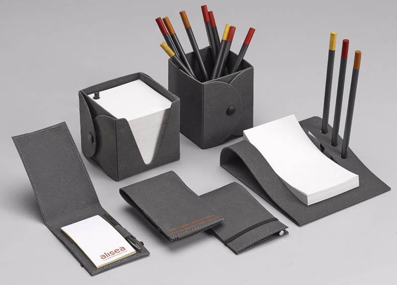 Forniture ufficio portaoggetti set scrivania materiale for Materiale per ufficio